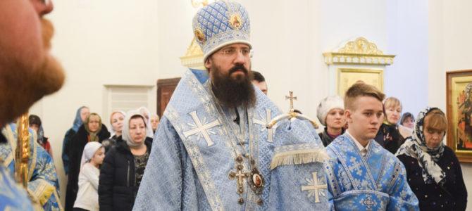 В ДЕНЬ ПРАЗДНОВАНИЯ В ЧЕСТЬ ИКОНЫ БОЖИЕЙ МАТЕРИ КАЗАНСКАЯ ЕПИСКОП АГАФАНГЕЛ СОВЕРШИЛ БОЖЕСТВЕННУЮ ЛИТУРГИЮ В КАФЕДРАЛЬНОМ СОБОРЕ НОРИЛЬСКА