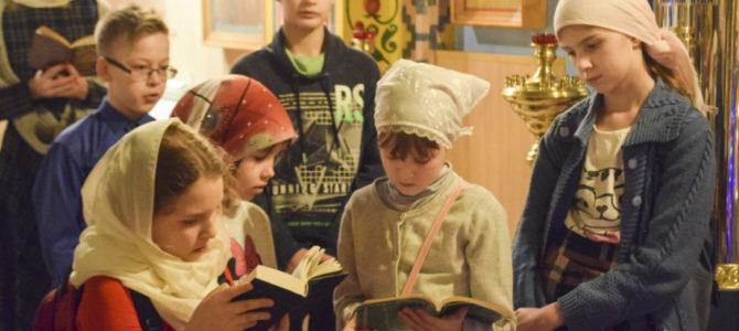 В воскресной школе продолжается подготовка к празднику Рождества Христова.