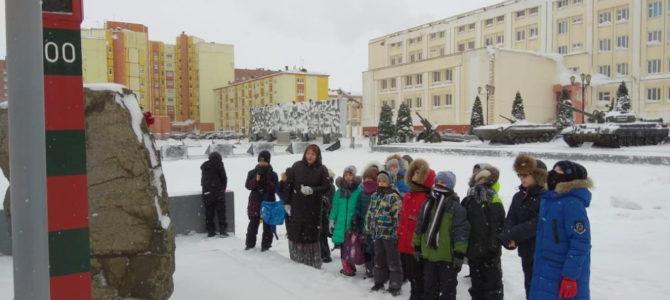 Учащиеся воскресной школы посетили Аллею Славы города Норильска